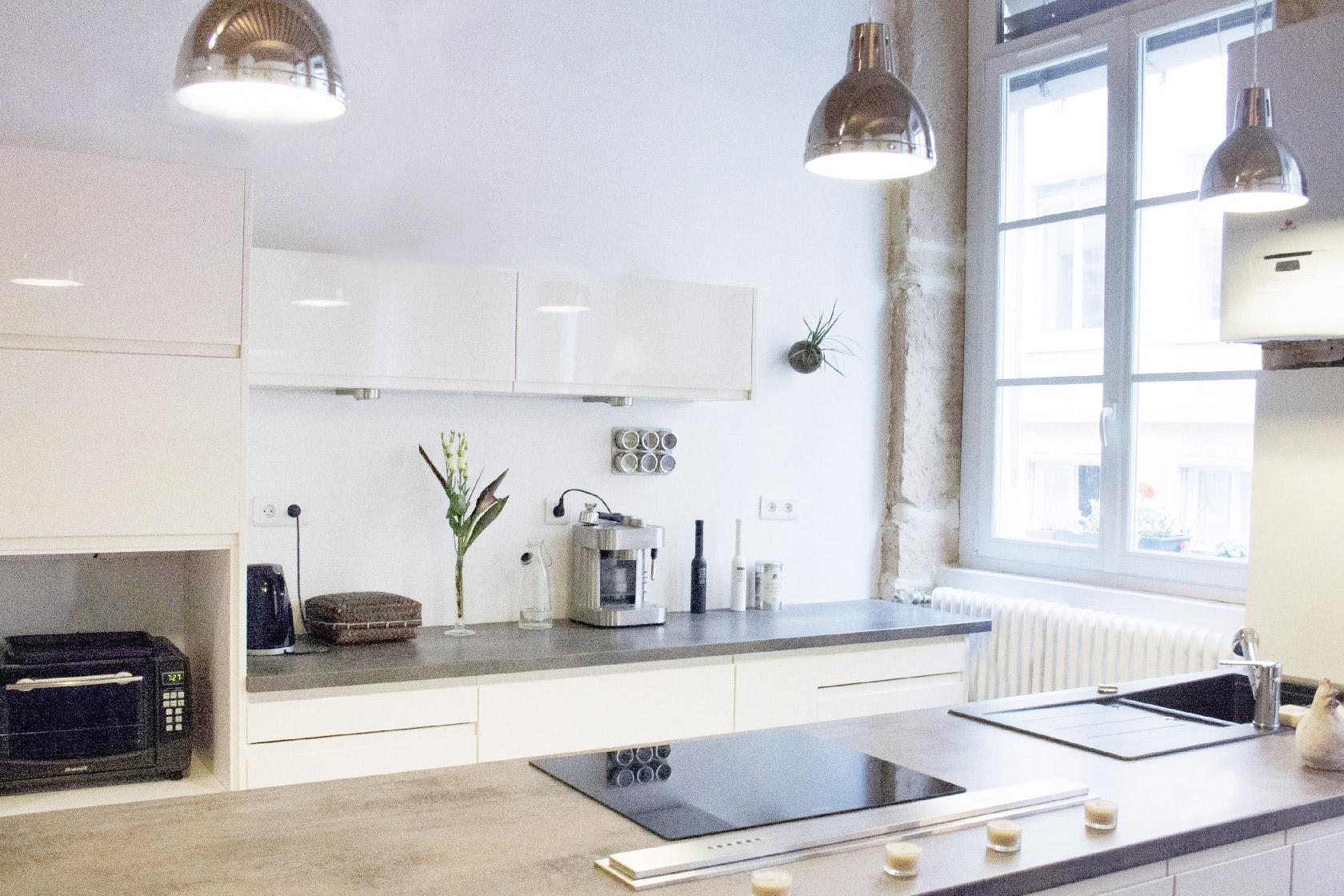 Réalisation Noir et blanc. Rénovation d'un appartement typiquement lyonnais.