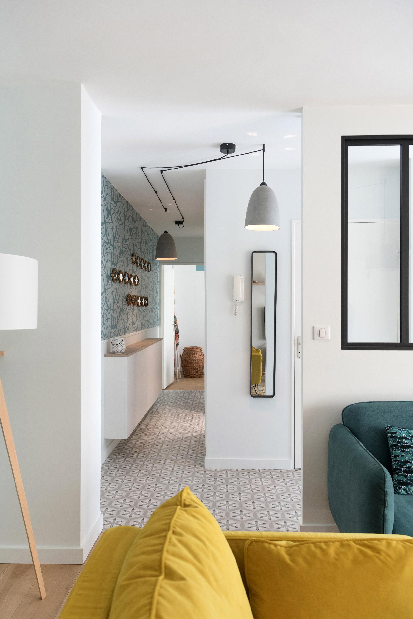 Le couloir est comme la continuité du séjour au niveau de son style décoratif.